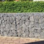 Die Gabionensteine sind aus Basalt